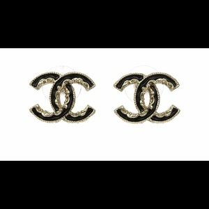 CHANEL gold/black Baroque Enamel CC Studs ⭐️